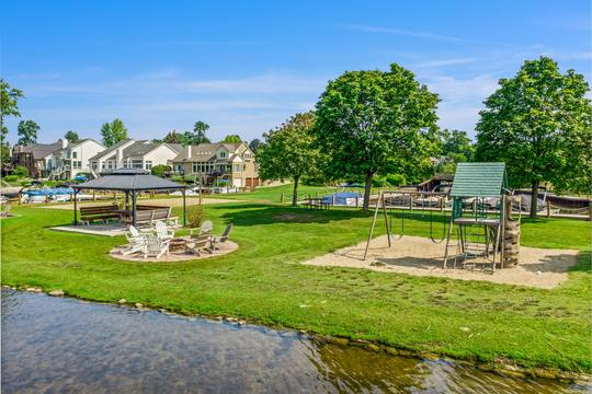 1046 Forest Bay Dr, Waterford Twp, MI 48328, USA Photo 11