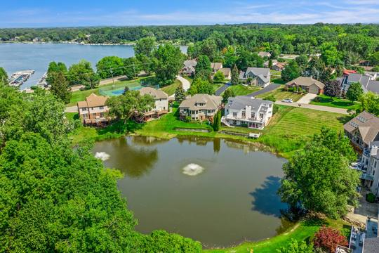 1046 Forest Bay Dr, Waterford Twp, MI 48328, USA Photo 16