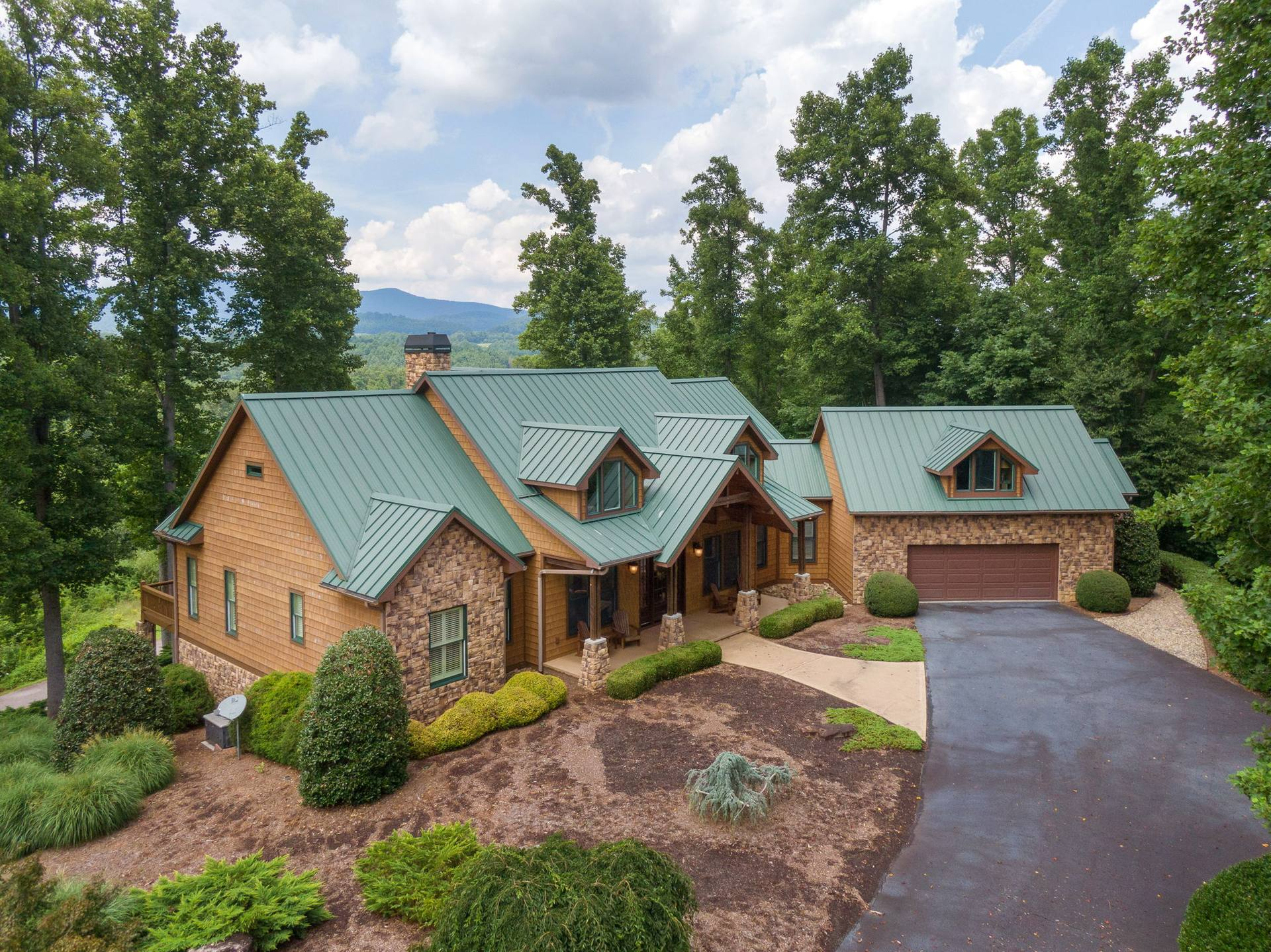 94 Southern Scenic Heights, Hendersonville, NC 28792, US