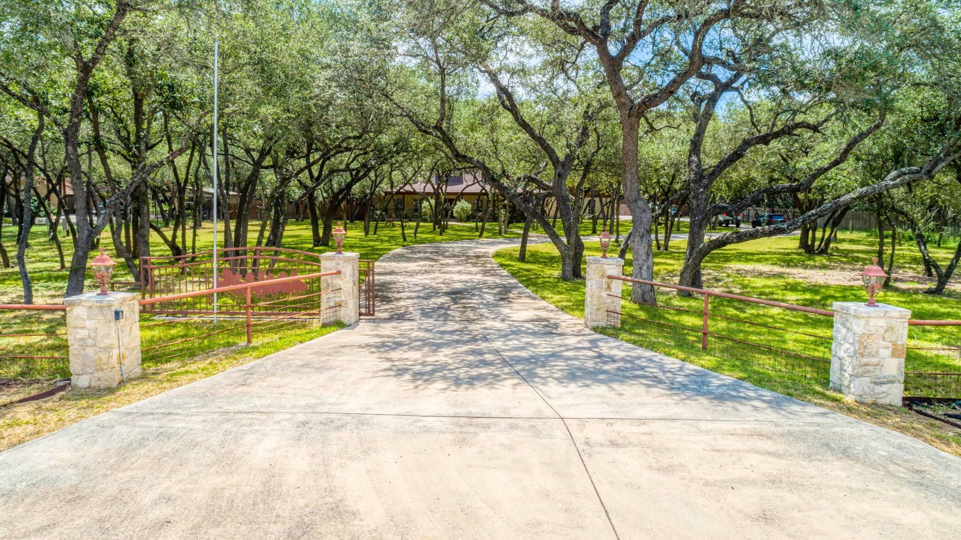 788 Killarney Rd, Floresville, TX 78114, USA