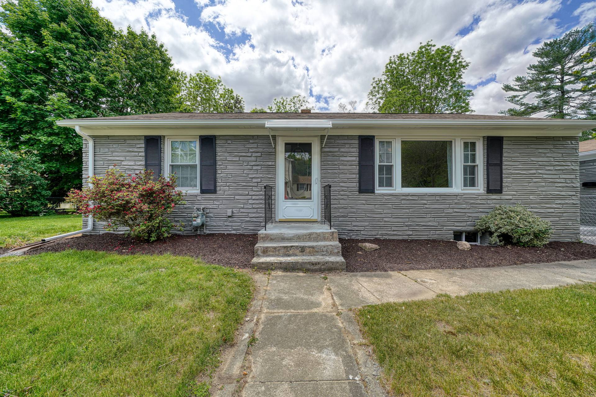 7 Pattison Ave, Dudley, MA 01571, US