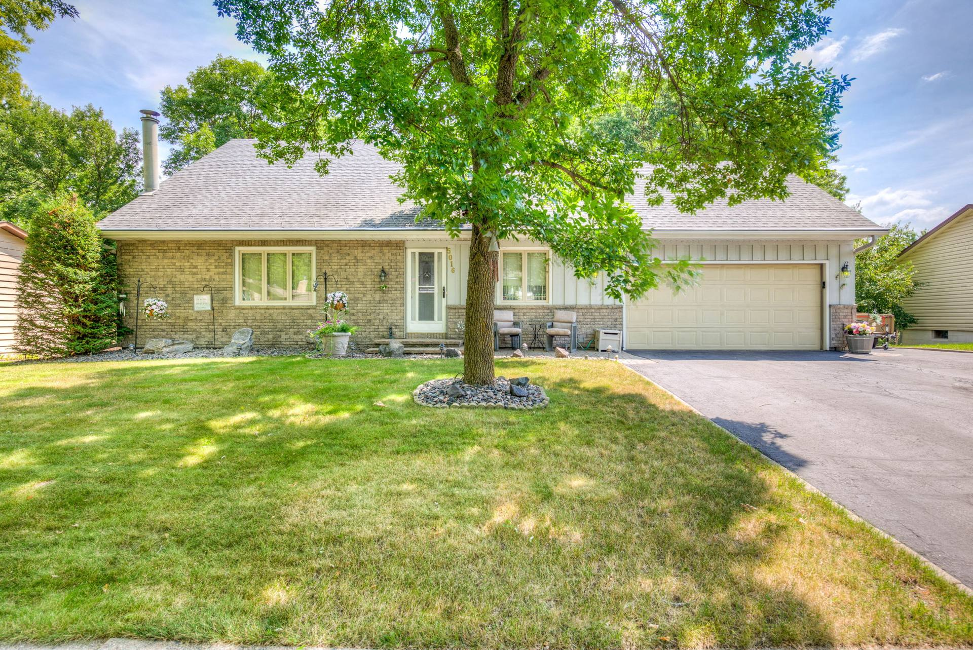 5016 142nd Path W, Apple Valley, MN 55124, US