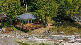 Cabin With Yard
