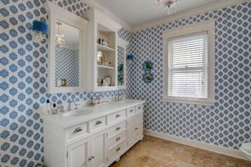 Upper Bedroom 1 En Suite Bathroom