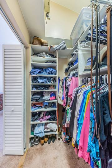 Master Bedroom Walk-in Closet1c