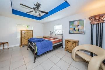 Master Bedroom1a-3