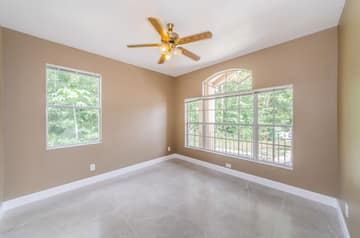 Living Room 3-2