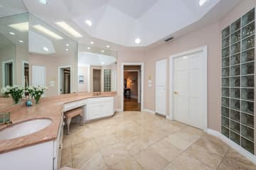 First Floor Master Bathroom1e