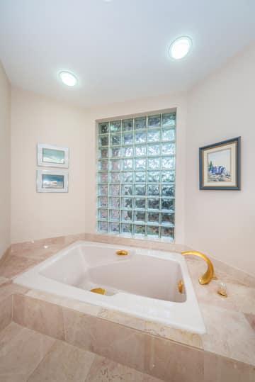 First Floor Master Bathroom1c