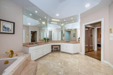 First Floor Master Bathroom1d