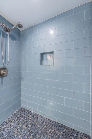 Guest Quarters16 Bathroom