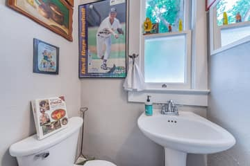 Guest Bathroom2