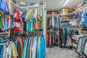 Master Bedroom Walk-in Closet1a