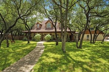 788 Killarney Rd, Floresville, TX 78114, USA Photo 4