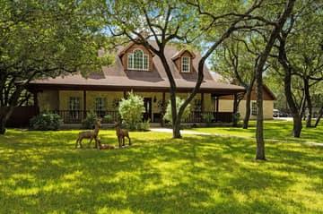 788 Killarney Rd, Floresville, TX 78114, USA Photo 5