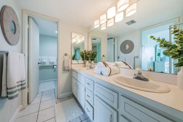 Master Bathroom1b-3