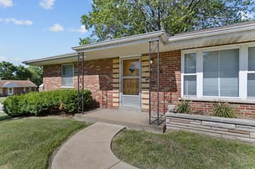10151 Maryvale Ln, Affton, MO 63123, US Photo 2