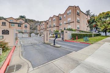 225 Stoneridge Ln, San Francisco, CA 94134, USA Photo 2