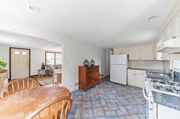 35 Winthrop St, Quincy, MA 02169, USA Photo 7