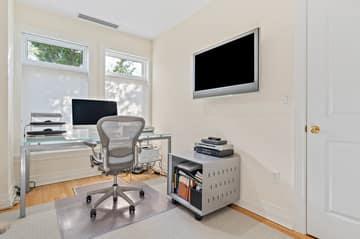 630 Hammond St 104, Brookline, MA 02467, US Photo 24