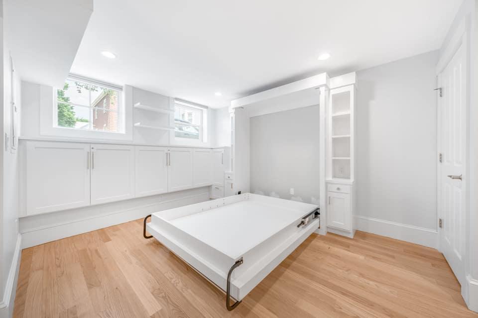Lower Level Den/Guest Suite - Murphy bed